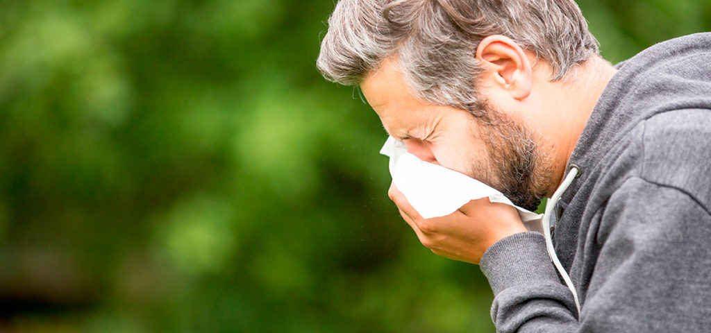 فردی که مبتلا به آلرژی است